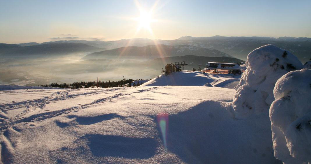 Sonnenaufgang auf Skipiste